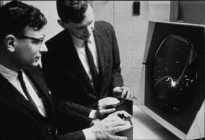 Le jeu de tir Spacewar ! (1962) remporte le titre de premier jeu vidéo. Diriger son vaisseau, accélérer, envoyer ses missiles sur l'ennemi... quel programme ! © DR