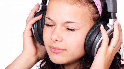 Pourquoi écouter la musique trop fort rend-il sourd ?