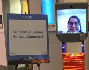 Le robot compagnon d'Amira Chalbi à la conférence CHI de Denver (2017).